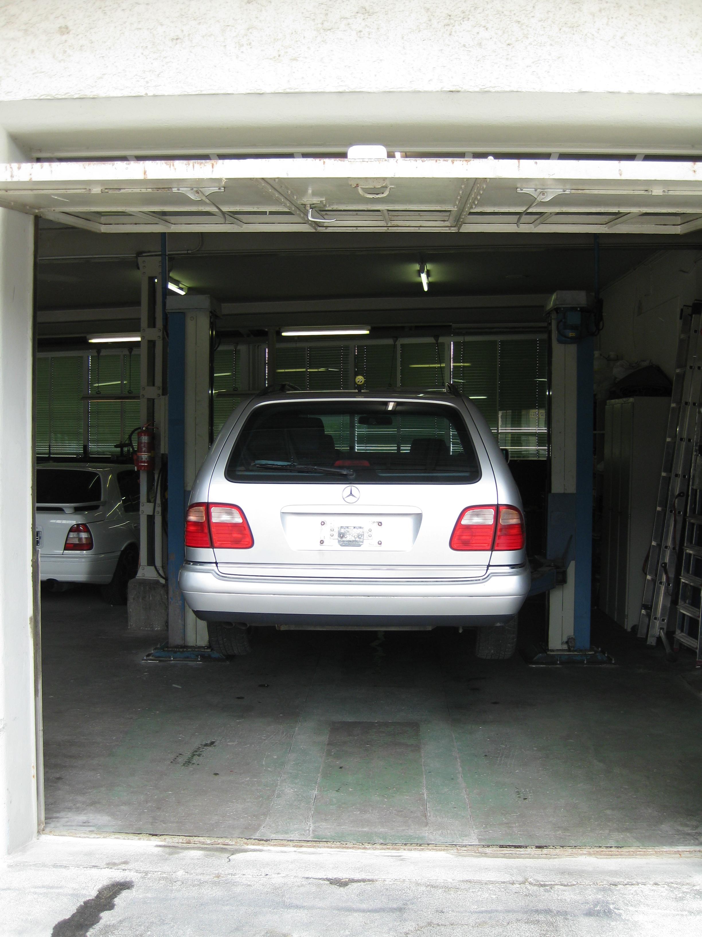 Eitelkeit Garage Bilder Foto Von Garage. ↑